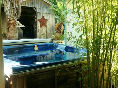 Downtown VIEW, Hot tub, Country in the City- 1 acre