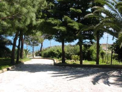Photo for charming ,quiet villa 2/6 persons, wide garden with mediterranean vegetation and a wonderful view of the Golf.Near to Reserve Zingaro and Scopello.