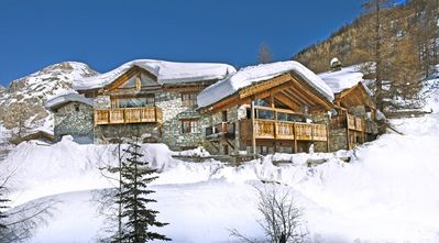 Photo for 7 bedroom Chalet, sleeps 14 with FREE WiFi