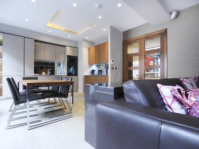 Photo for Beautiful ideal 2 bed 2 bathroom in central London