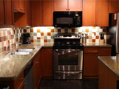 Photo for Luxury 3-level townhome with private hot tub, BBQ, kitchen, free wifi and mountain views: 45-104