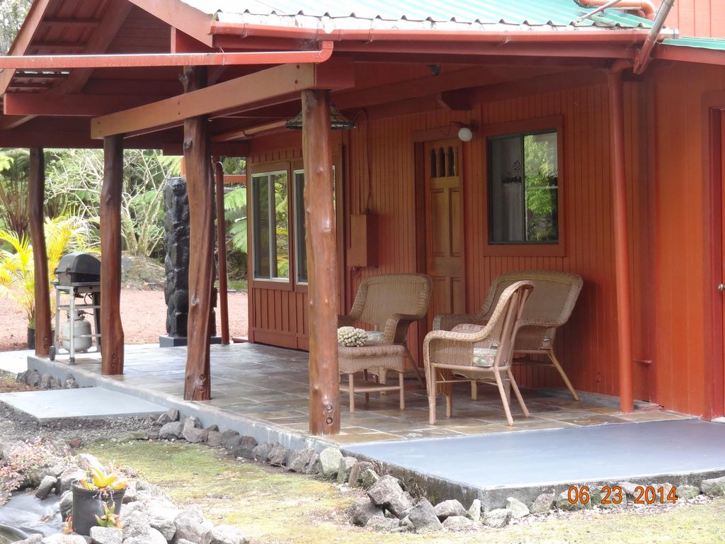 Alii kane cottages moo inanea suite volcano puna district for Big island cabins