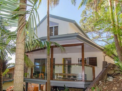 Photo for Byron Bay The Pass Beach House - Beach, Bush and Town all you need.
