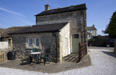 A lovely stone barn conversion for 2 with wifi & off street carparking