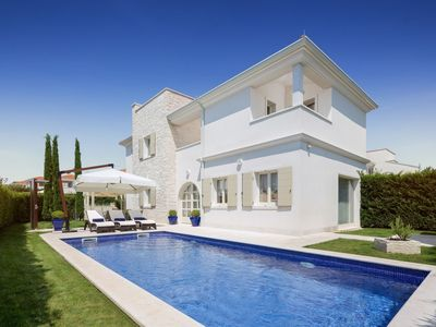 Photo for Luxury villa with private swimming pool and free access to Lanterna beach