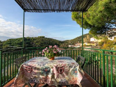 Photo for Idyllic Holiday Apartment near the Beach with Terrace and Wi-Fi, Pets Allowed