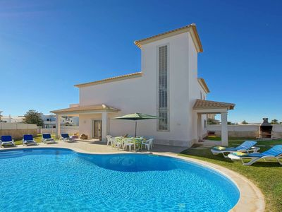 Photo for Casa Ferrero - spacious villa with pool, games room, WiFi & AC - close to beach!
