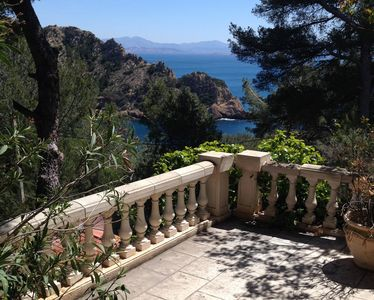 Photo for house / villa - 4 rooms - 4/6 persons Maison en Provence dans calanque MARSEILLE (PACA) surplombant la mer