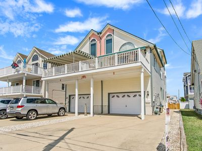 Photo for BEACH BLOCK TOWNHOME WITH EXPANSIVE OCEAN VIEWS- Only Steps to the Beach