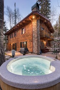 Exterior with hot tub and grill - Exterior with hot tub and grill
