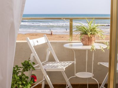 Photo for Apartment with terrace, on the beach, very quiet location, WiFi, aircon, 5 pers.