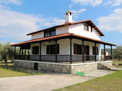 Photo for Detached holiday home in the country, near the beach | Ormos Panaghias, Chalkidi