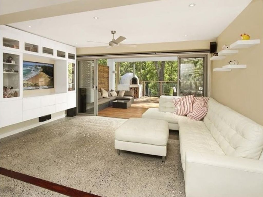 Luxury villa in leafy suburb 40 mins from Beaches and CBD