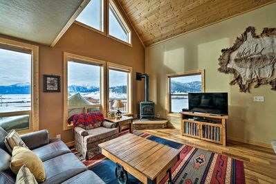 Make yourself at home in 'Moose Lake Lodge,' a vacation rental in Island Park!