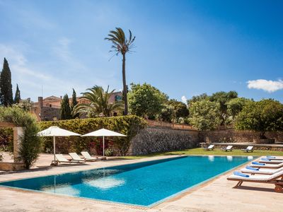 Photo for Exclusive Villa with big pool and tennis court, near to the beach