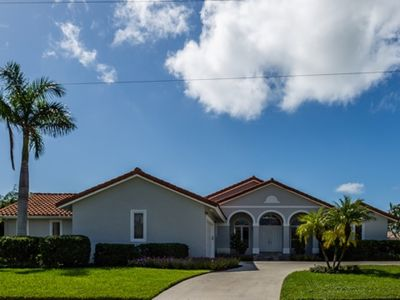 Photo for Beautiful 4 bedroom/4 waterfront home