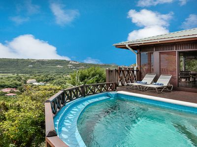 Photo for Charming cottage located in Cap Estate