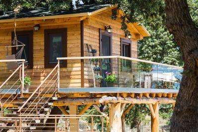 In the centre of Stolidi mou Residence a dreamy treehouse, ready to welcome you!