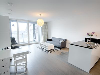 Photo for Luxury 2-bedroom with parking, 24 h open fitness..
