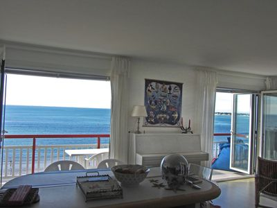Photo for Spacious apartment facing the ocean, very near the center. Exceptional view.