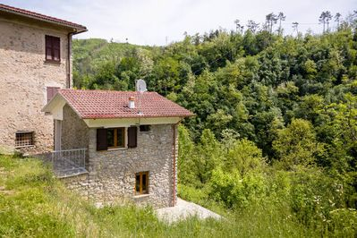 Only 15 km from the coast, Casa Conscenti amidst unspoilt nature