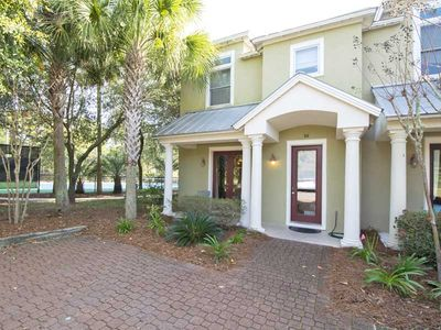 Photo for Spacious Gulf Place Townhome. Short Walk to the Beach, Pool, and Tennis Courts!