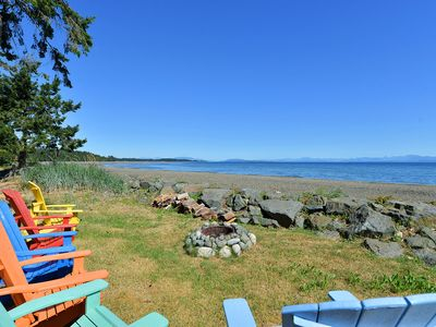 Outdoor living beachside - Great beach side living. Please note that fire restrictions may be in effect for the region which will prevent the use of the fire pit.