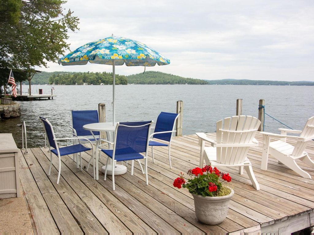 Waterfront cottage with private deck enjoy the lake from for Waterfront cottage