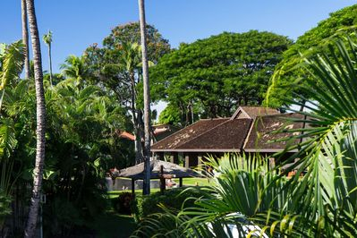 Lushly landscaped and finely manicured grounds in the heart of Lahaina Town - Aina Nalu Resort