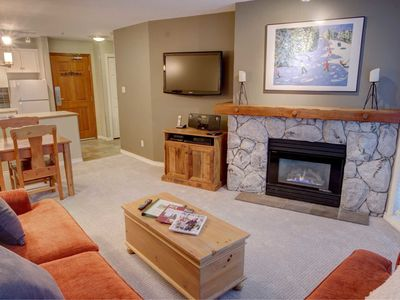 Prime Ski-in Ski-out Location! Pool, Hot tubs, BBQ, sleeps 4 (217)