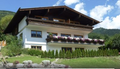Photo for Cosy top floor apartment with private balcony & panoramic mountain views