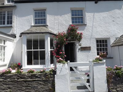 Pretty Geranium Cottage in the heart of Port Isaac fishing port