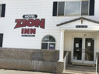 Photo for Hotel Zion Inn  Rooms with 1 King, 2 King ,2 queen Beds, Laverkin, Utah