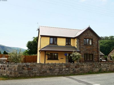 Photo for Cosy apartment for 8 people with hot tub, WIFI, TV, pets allowed and parking
