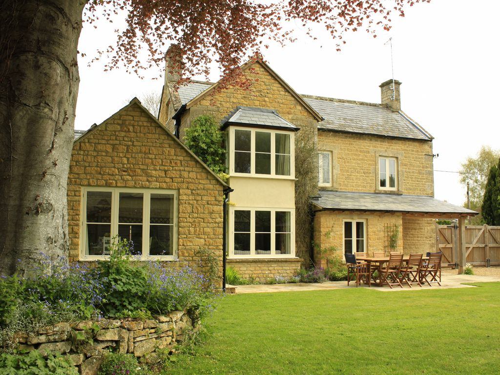 E15543: Beautiful 6 bedroom detached property, a flat 5 minute ...