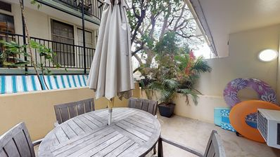 Photo for Gold Coast studio at oceanfront hotel w/ private lanai - close to beaches!