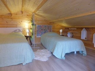chalet au c ur du bassin d 39 arcachon biganos location de vacances chalet avec kayak cano. Black Bedroom Furniture Sets. Home Design Ideas