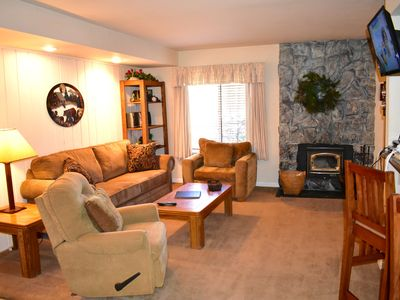 Photo for Comfortable vacation home with cozy touches in 111. Close to shuttle stop