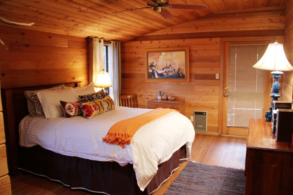 Luxury hunting cabin 39 on the rocks 39 fort davis big bend for Hunt texas cabins