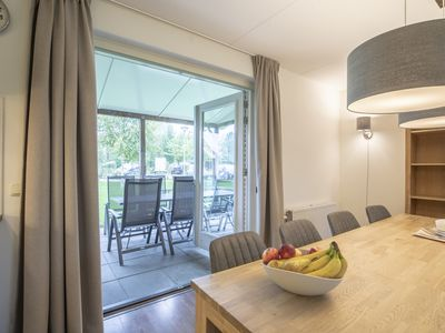 Photo for 8-person villa in the holiday park Landal Waterparc Veluwemeer - on the water/recreation lake