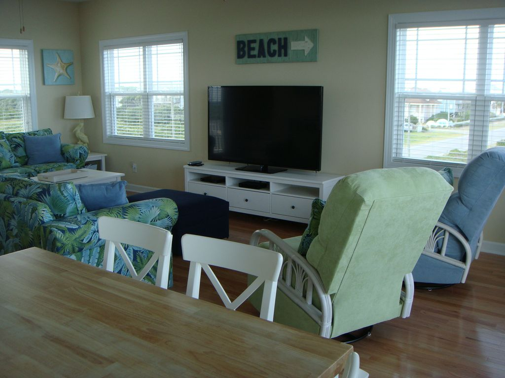 Wow 5 bedroom beach home with elevator and private beach for Beach house elevator