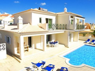 Photo for Outstanding Villa 15 minutes distance to Strip & Beach. Free Wi-Fi & Air-Con .