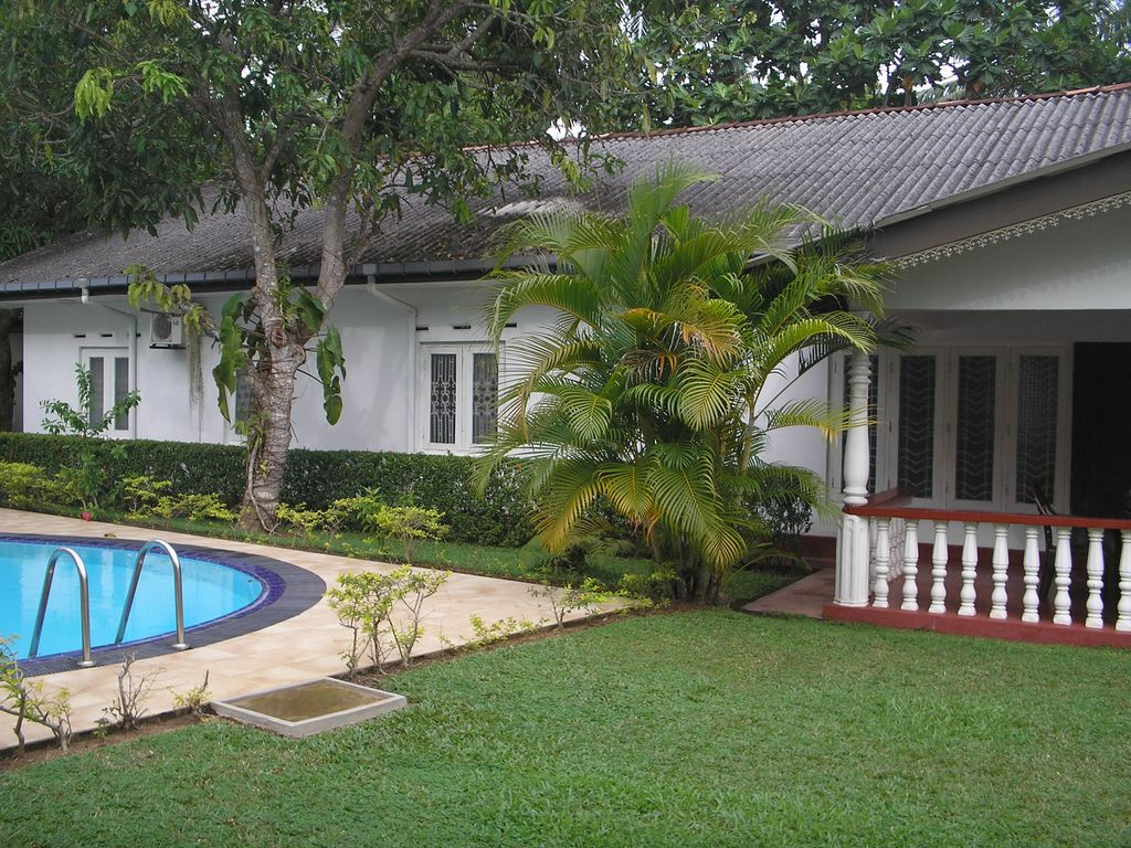 5 bedroomed holiday bungalow with swimming pool balapitiya - Bungalows with swimming pool in sri lanka ...