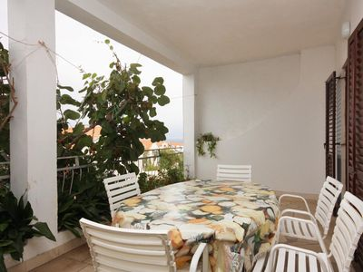 Photo for Two bedroom apartment with terrace and sea view Supetar (Brač)