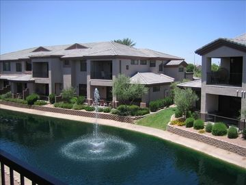 Gorgeous Luxury Condo (hardwood/granite) on Water in Ocotillo, Chandler