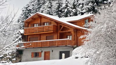 Photo for Chalet Comfort + Near Lakes / Tracks 10 people Wifi ...
