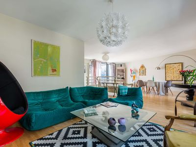 Photo for Stylish and spacious apartment close to rue Versailles (Veeve)
