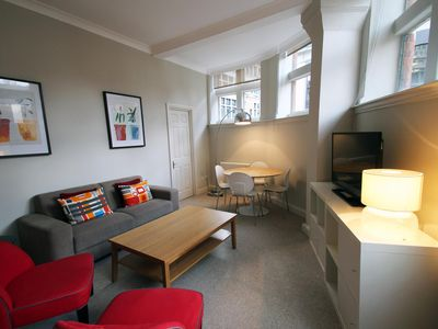 Photo for Creechurch Lane 1B apartment in City of London with WiFi & lift.