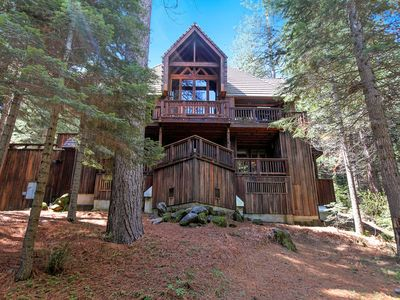 Photo for Little Ahwahnee Inn Yosemite is only 2 miles (4 km) from Yosemite National Park's southern entran...