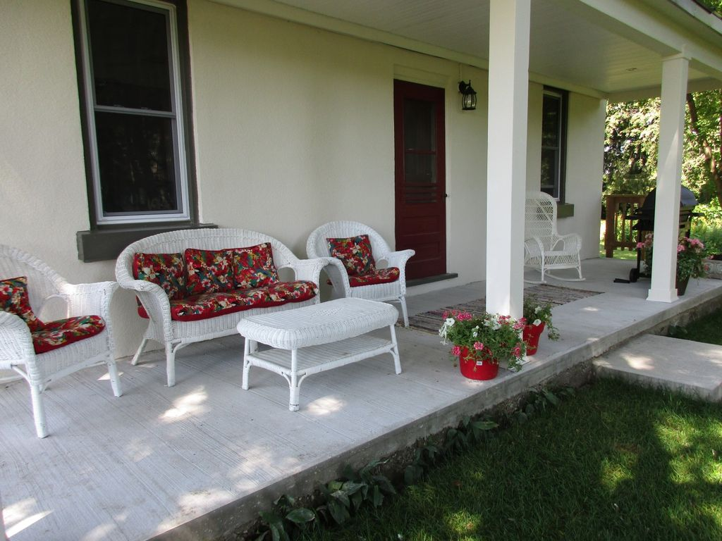 Beau Oro Medonte House Rental   The Veranda Is A Great Place To Hang Out While